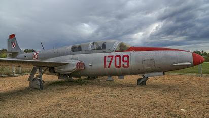 1709 - Poland - Air Force PZL TS-11 Iskra