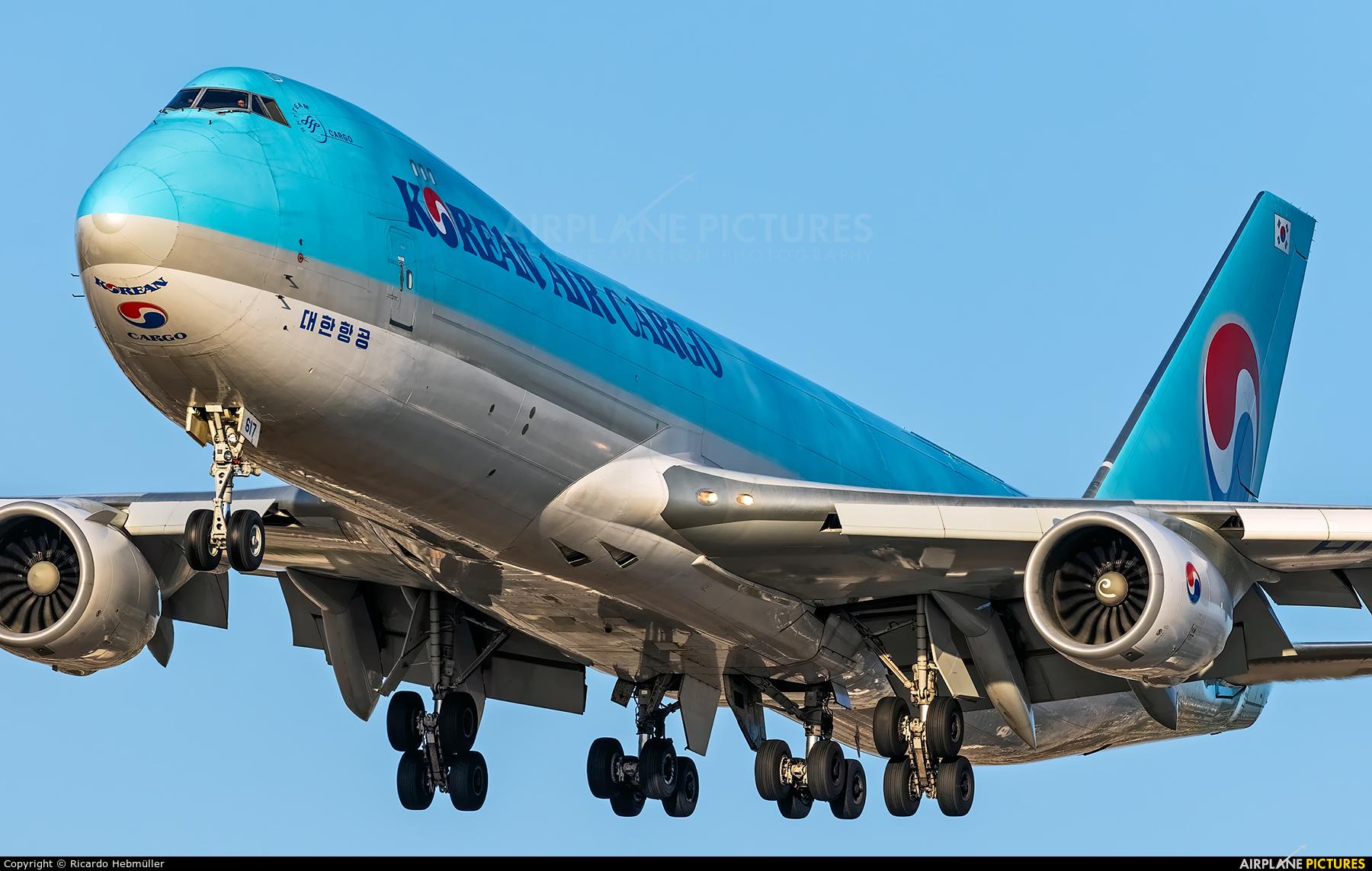 Korean Air Cargo HL7617 aircraft at Los Angeles Intl