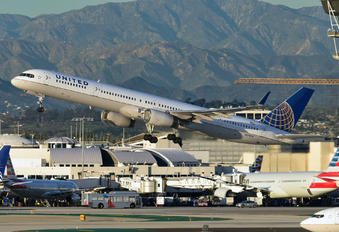 N57870 - United Airlines Boeing 757-300