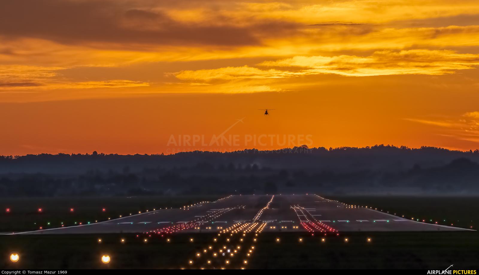 - Airport Overview - aircraft at Kraków - John Paul II Intl