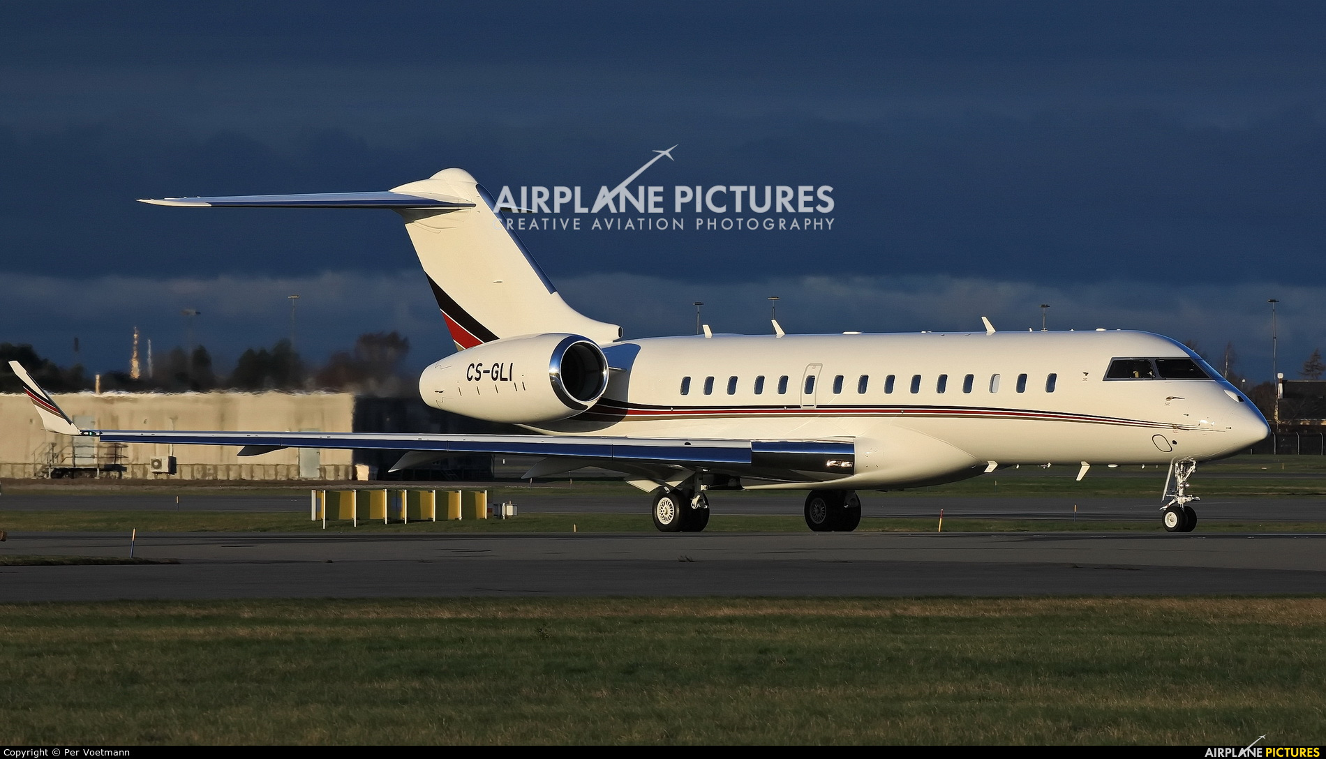 NetJets Europe (Portugal) CS-GLI aircraft at Copenhagen Kastrup