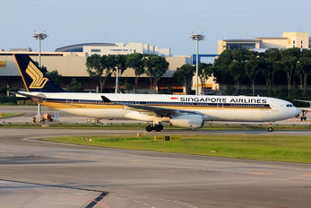 9V-STH - Singapore Airlines Airbus A330-300