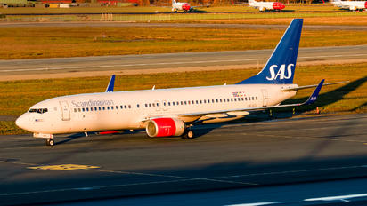 LN-RGH - SAS - Scandinavian Airlines Boeing 737-800