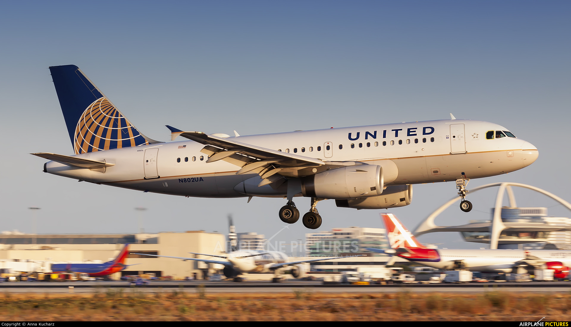 United Airlines N802UA aircraft at Los Angeles Intl