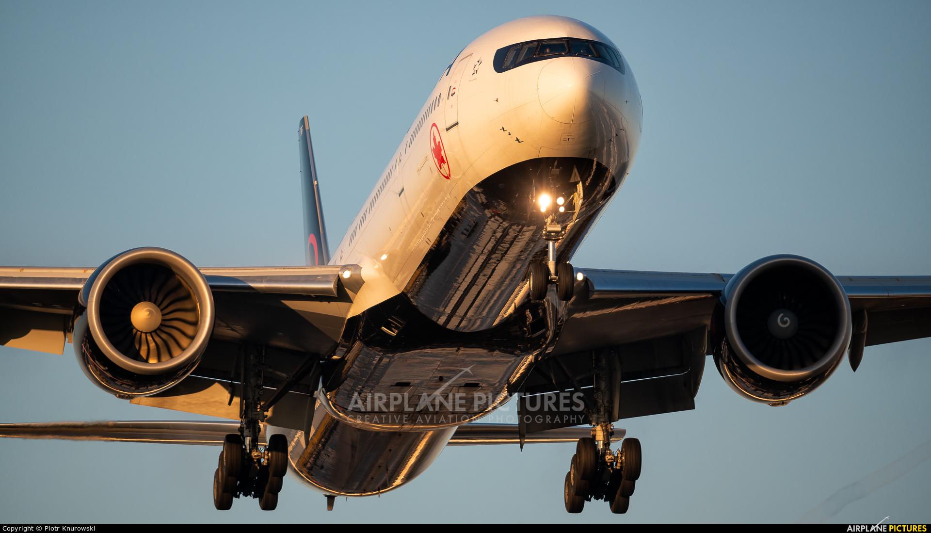 Air Canada C-FIUV aircraft at Frankfurt
