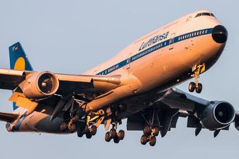 #1 Lufthansa Boeing 747-8 D-ABYT taken by Marek Horák