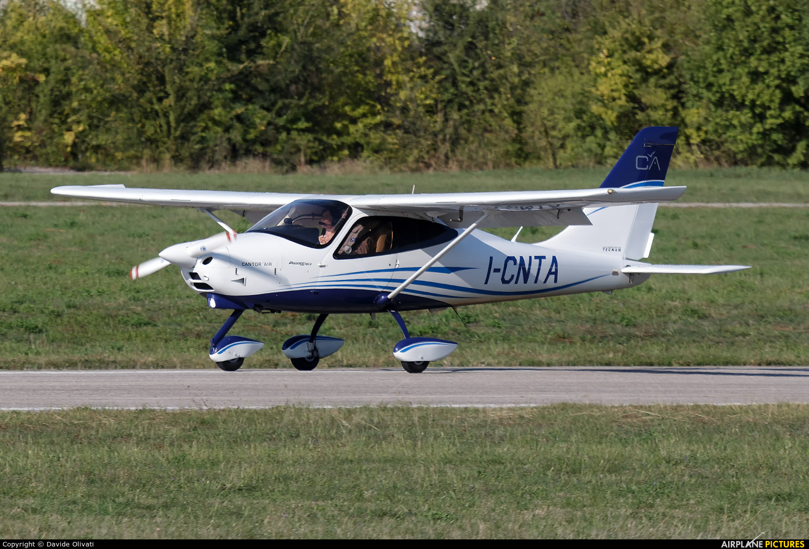 Private I-CNTA aircraft at Verona - Boscomantico