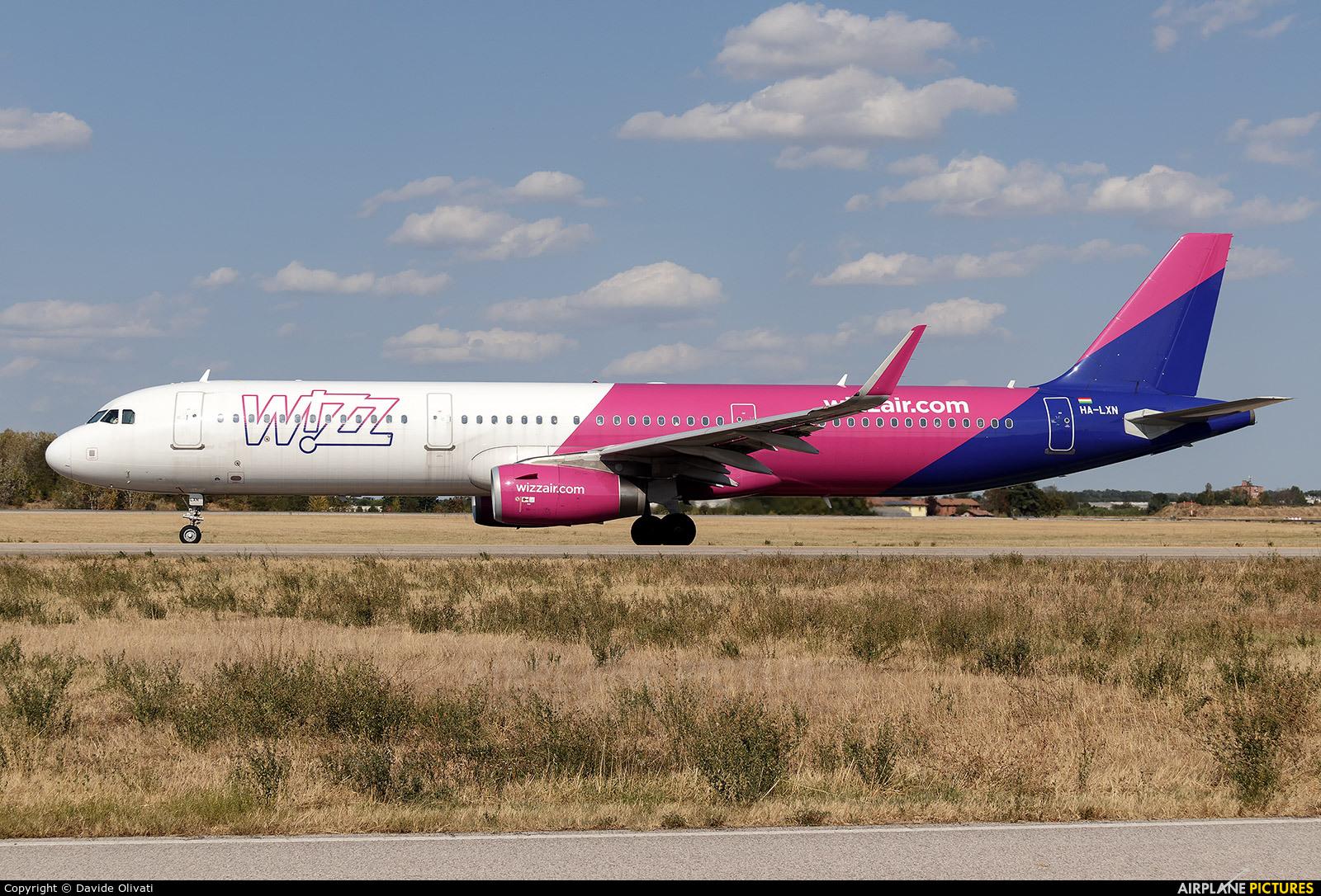 Wizz Air HA-LXN aircraft at Bologna - Borgo Panigale