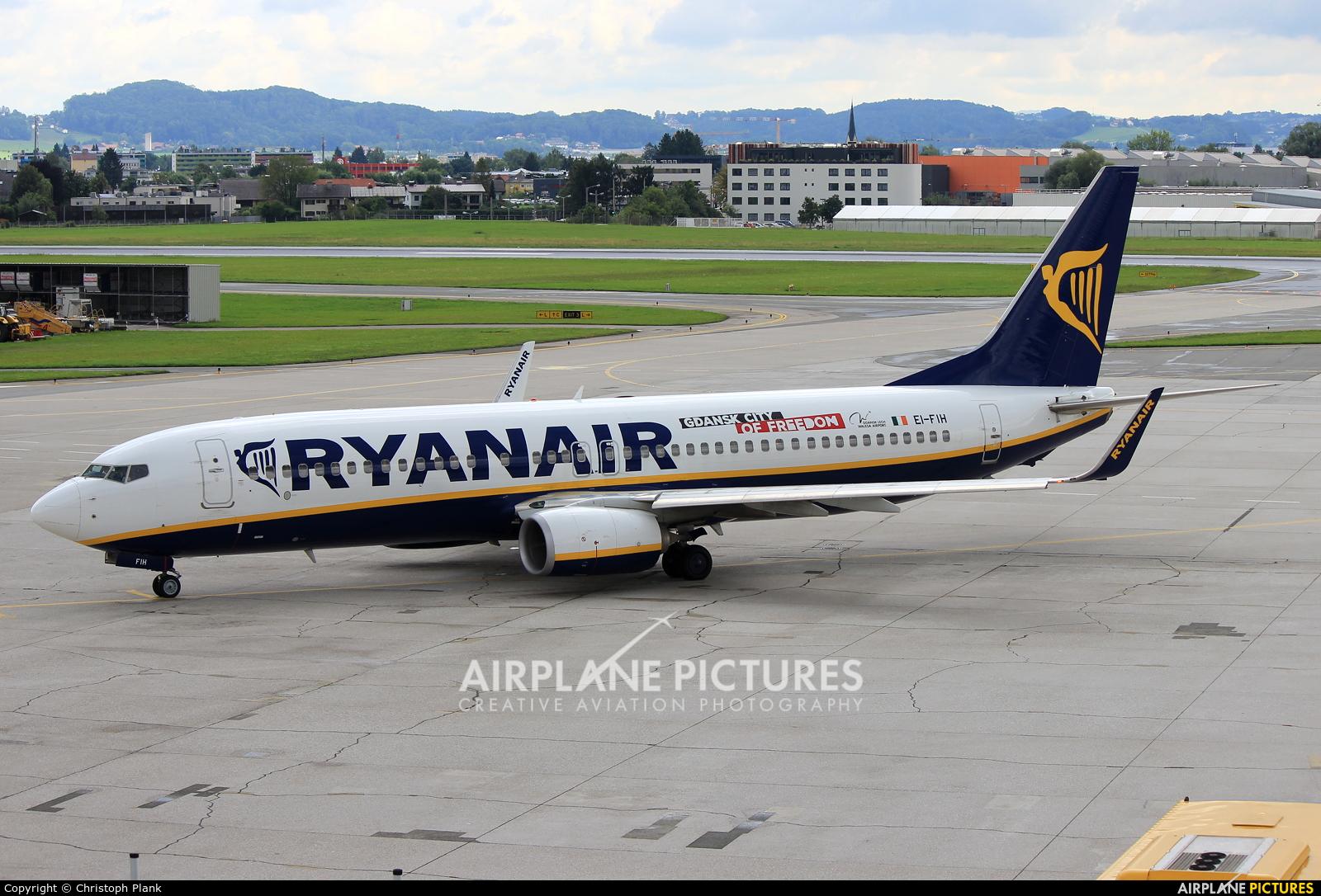 Ryanair EI-FIH aircraft at Salzburg