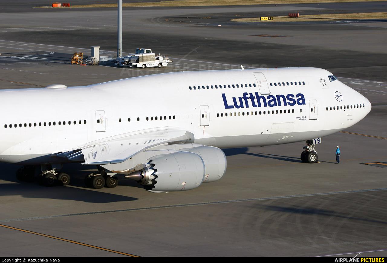 Lufthansa D-ABYS aircraft at Tokyo - Haneda Intl