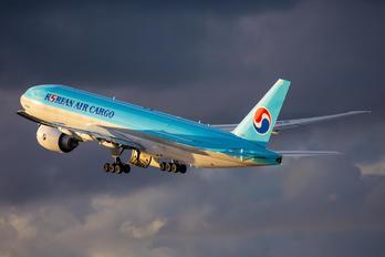 HL8252 - Korean Air Cargo Boeing 777F