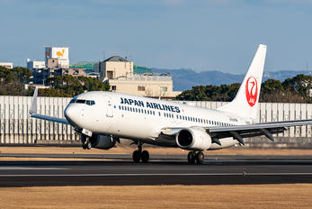 JA345J - JAL - Japan Airlines Boeing 737-800