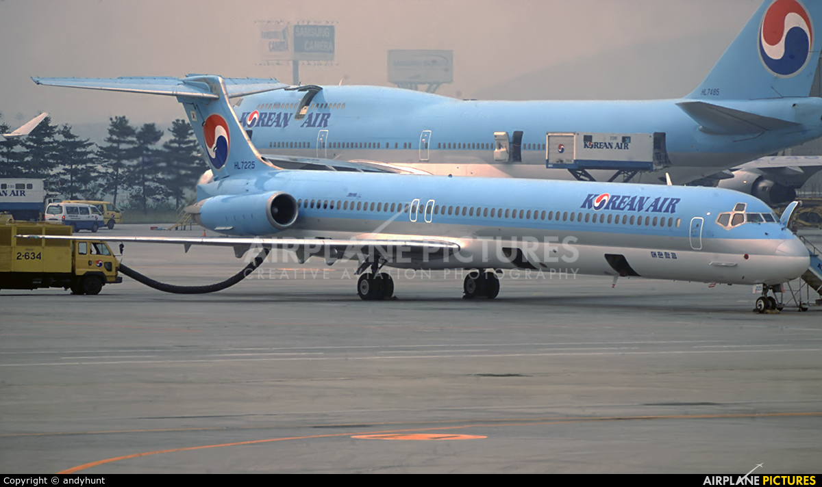 Korean Air HL7225 aircraft at Gimpo Intl