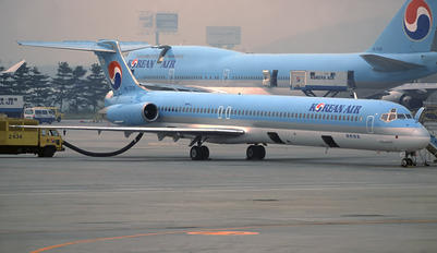 HL7225 - Korean Air McDonnell Douglas MD-82