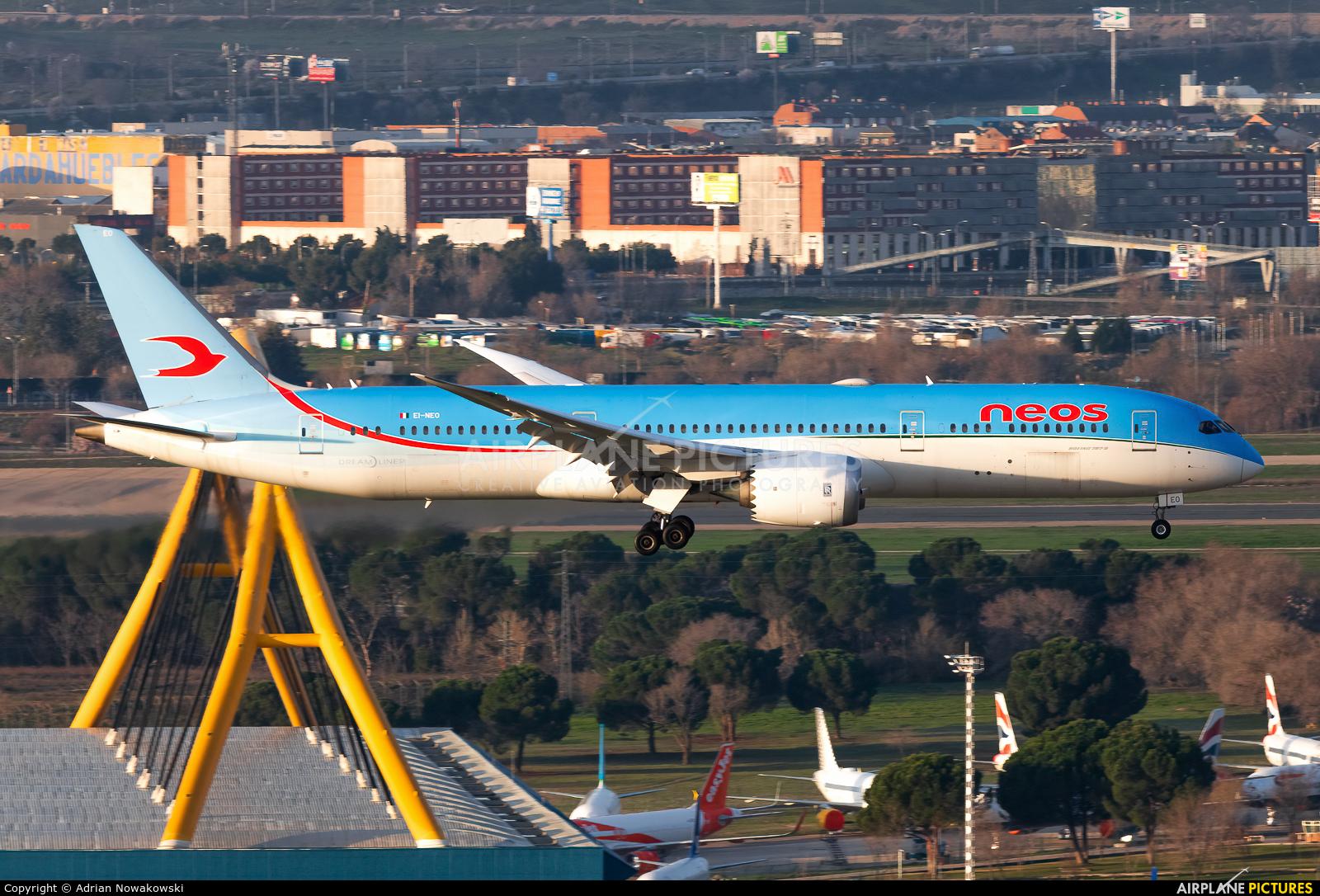 Neos EI-NEO aircraft at Madrid - Barajas
