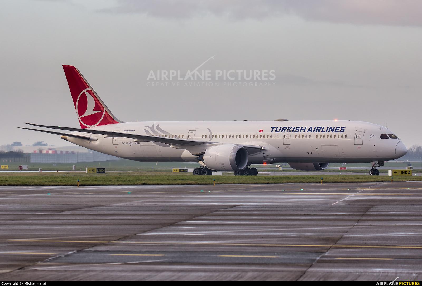 Turkish Airlines TC-LLD aircraft at Dublin