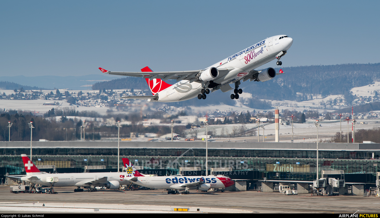 Turkish Airlines TC-LNC aircraft at Zurich