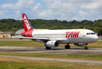 PR-MHB - TAM Airbus A320