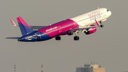 HA-LVN - Wizz Air Airbus A321