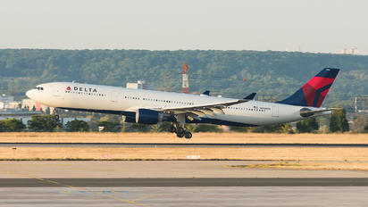 N806NW - Delta Air Lines Airbus A330-300