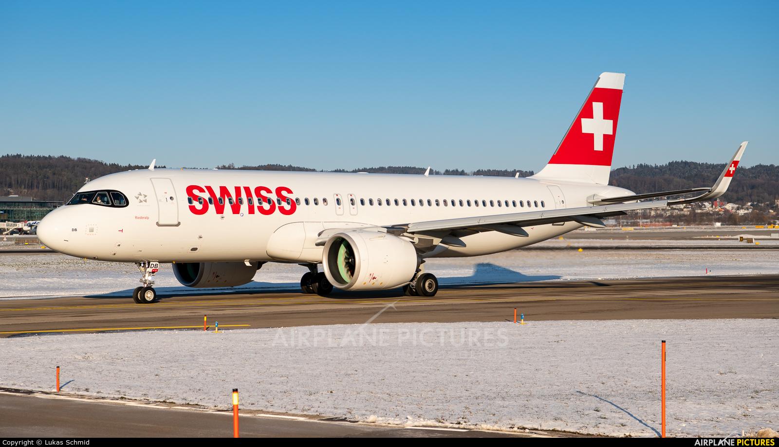 Swiss HB-JDB aircraft at Zurich