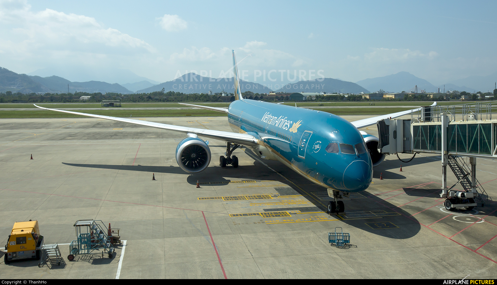 Vietnam Airlines VN-A870 aircraft at Da Nang