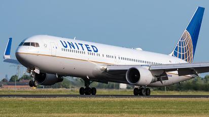 N662UA - United Airlines Boeing 767-300ER