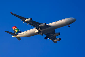 ZS-SXE - South African Airways Airbus A340-300