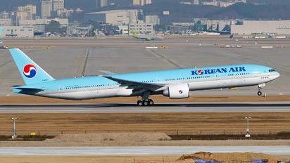 HL8347 - Korean Air Boeing 777-300ER