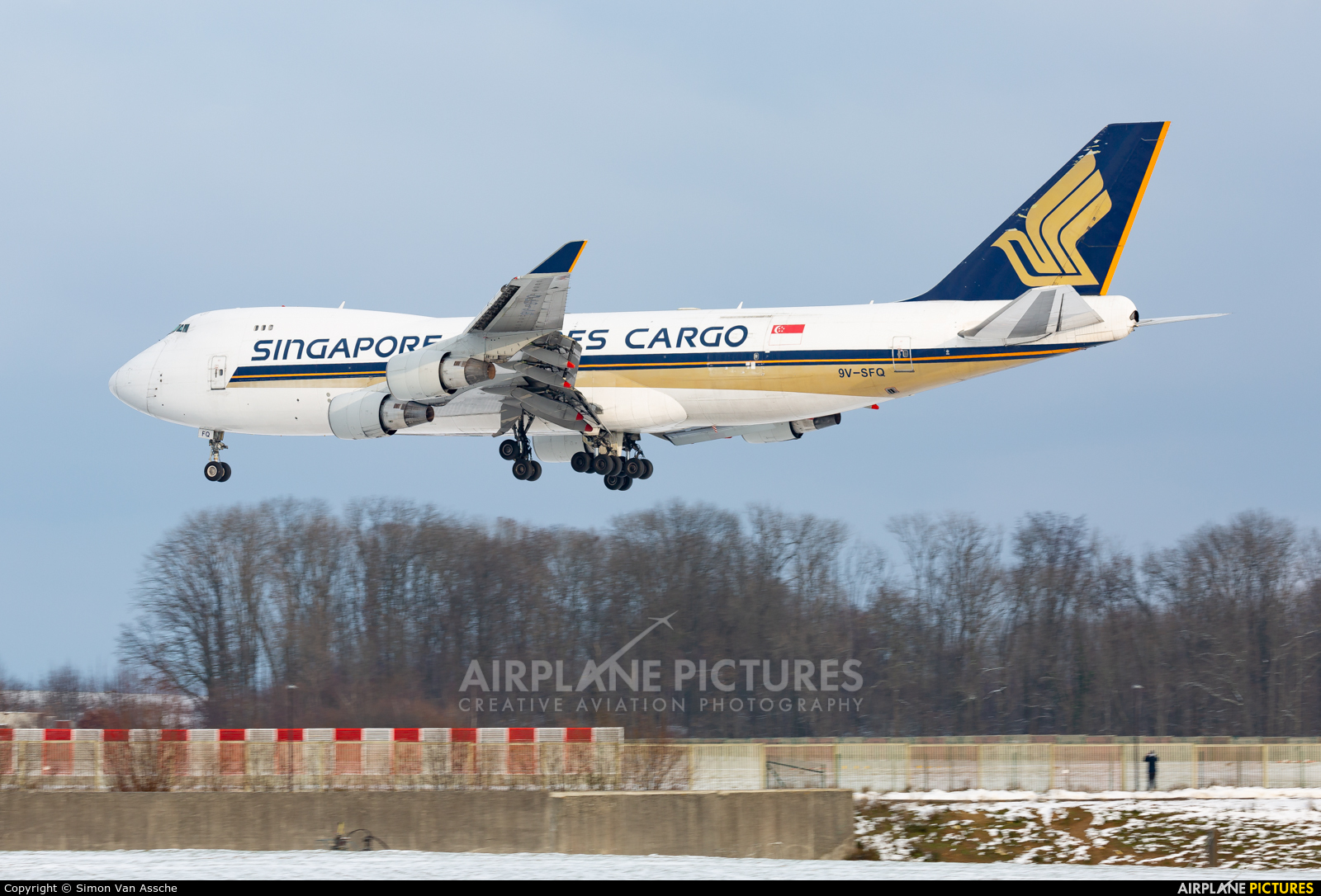 Singapore Airlines 9V-SFQ aircraft at Brussels - Zaventem