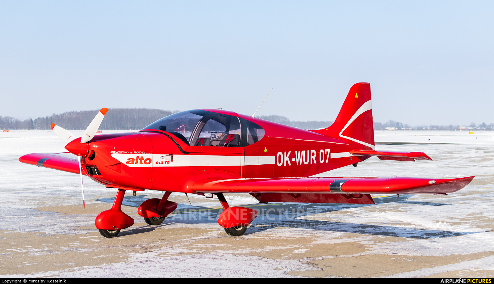 Elmontex Air OK-WUR07 aircraft at Ostrava Mošnov