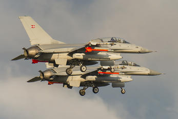 ET-207 - Denmark - Air Force General Dynamics F-16B Fighting Falcon