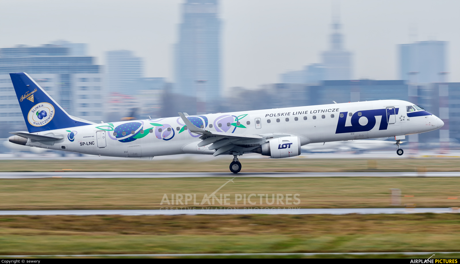 LOT - Polish Airlines SP-LNC aircraft at Warsaw - Frederic Chopin