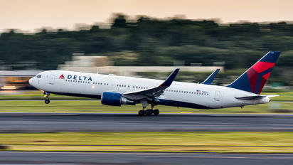 N1612T - Delta Air Lines Boeing 767-300ER