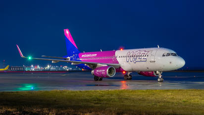 HA-LSC - Wizz Air Airbus A320