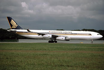 9V-SJF - Singapore Airlines Airbus A340-300