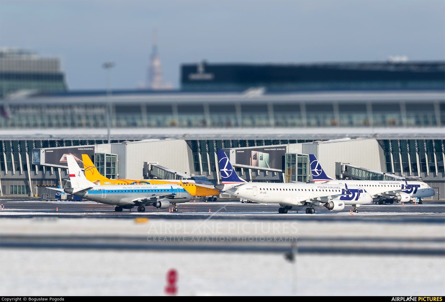 - Airport Overview - aircraft at Warsaw - Frederic Chopin