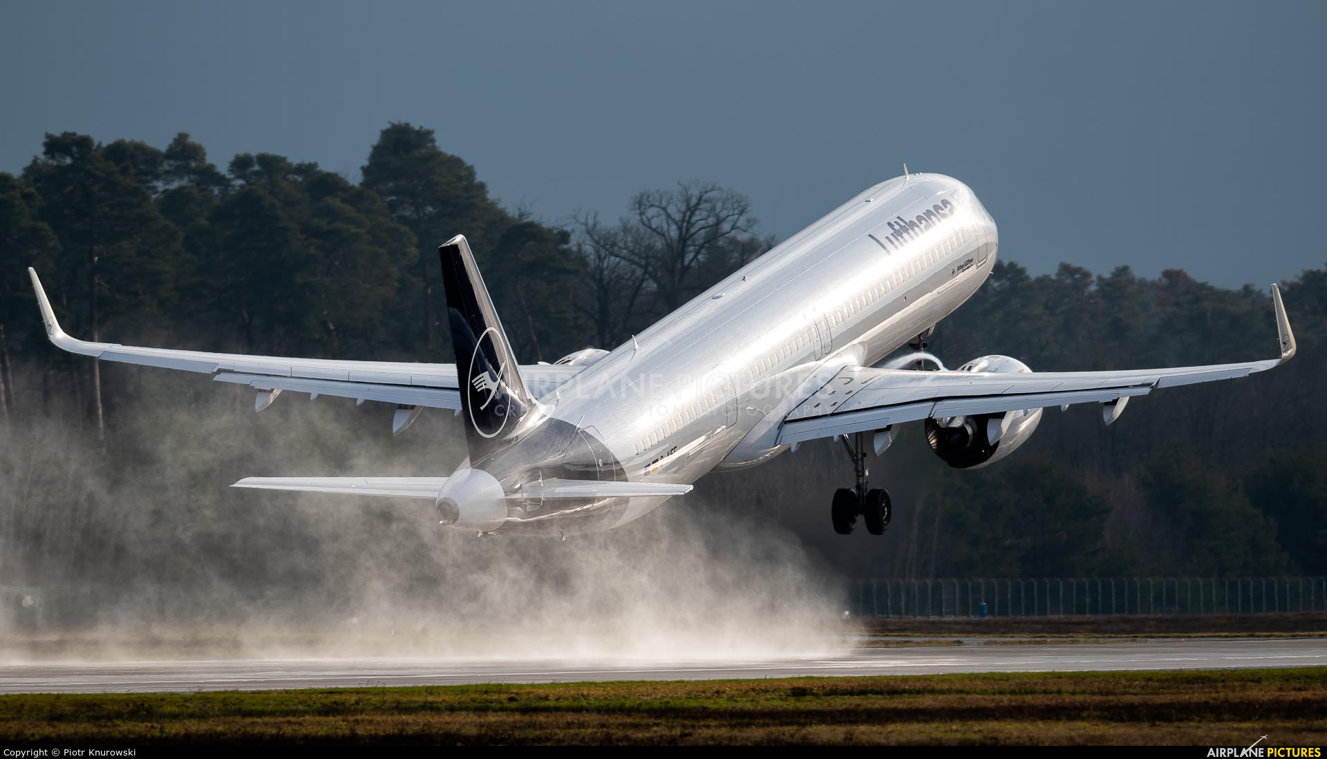 Lufthansa D-AIEF aircraft at Frankfurt