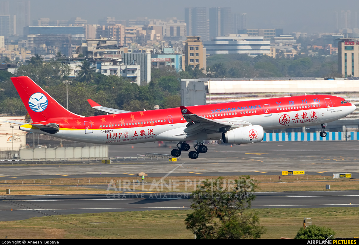 Sichuan Airlines  B-5923 aircraft at Mumbai - Chhatrapati Shivaji Intl