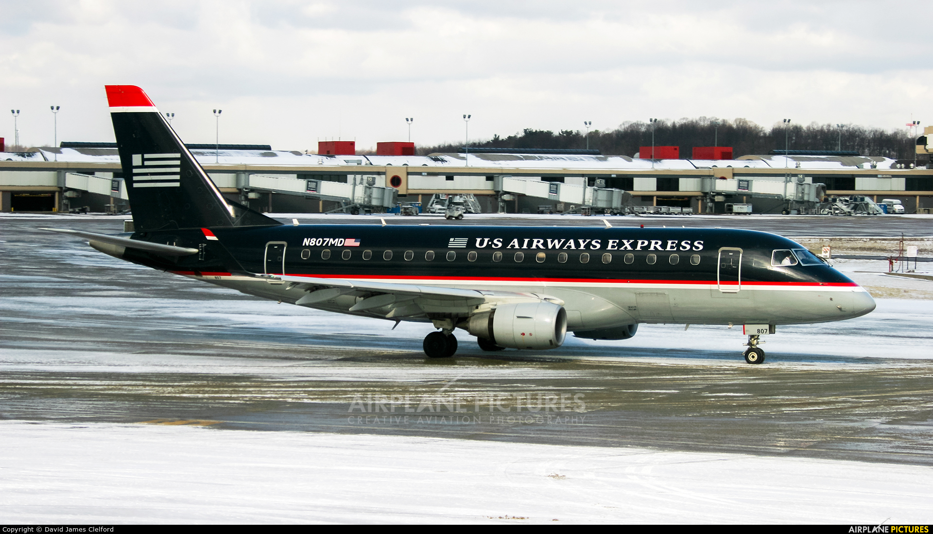 """US Airways Express N807MD aircraft at Pittsburgh """"Greater Pittsburgh"""" Intl"""