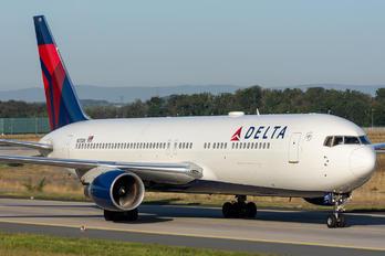 N175DN - Delta Air Lines Boeing 767-300