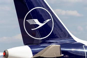 - - Lufthansa Airbus A319