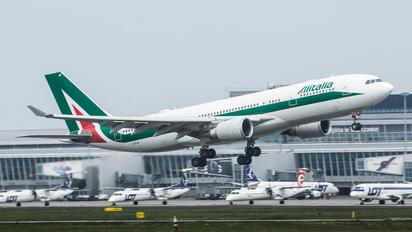 EI-EJO - Alitalia Airbus A330-200