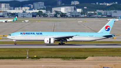 HL7202 - Korean Air Boeing 777-300ER