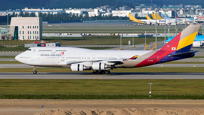 HL7428 - Asiana Airlines Boeing 747-400