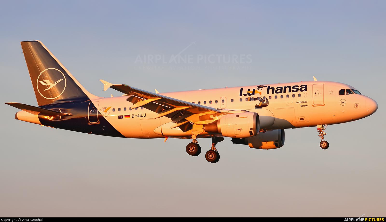 Lufthansa D-AILU aircraft at Warsaw - Frederic Chopin