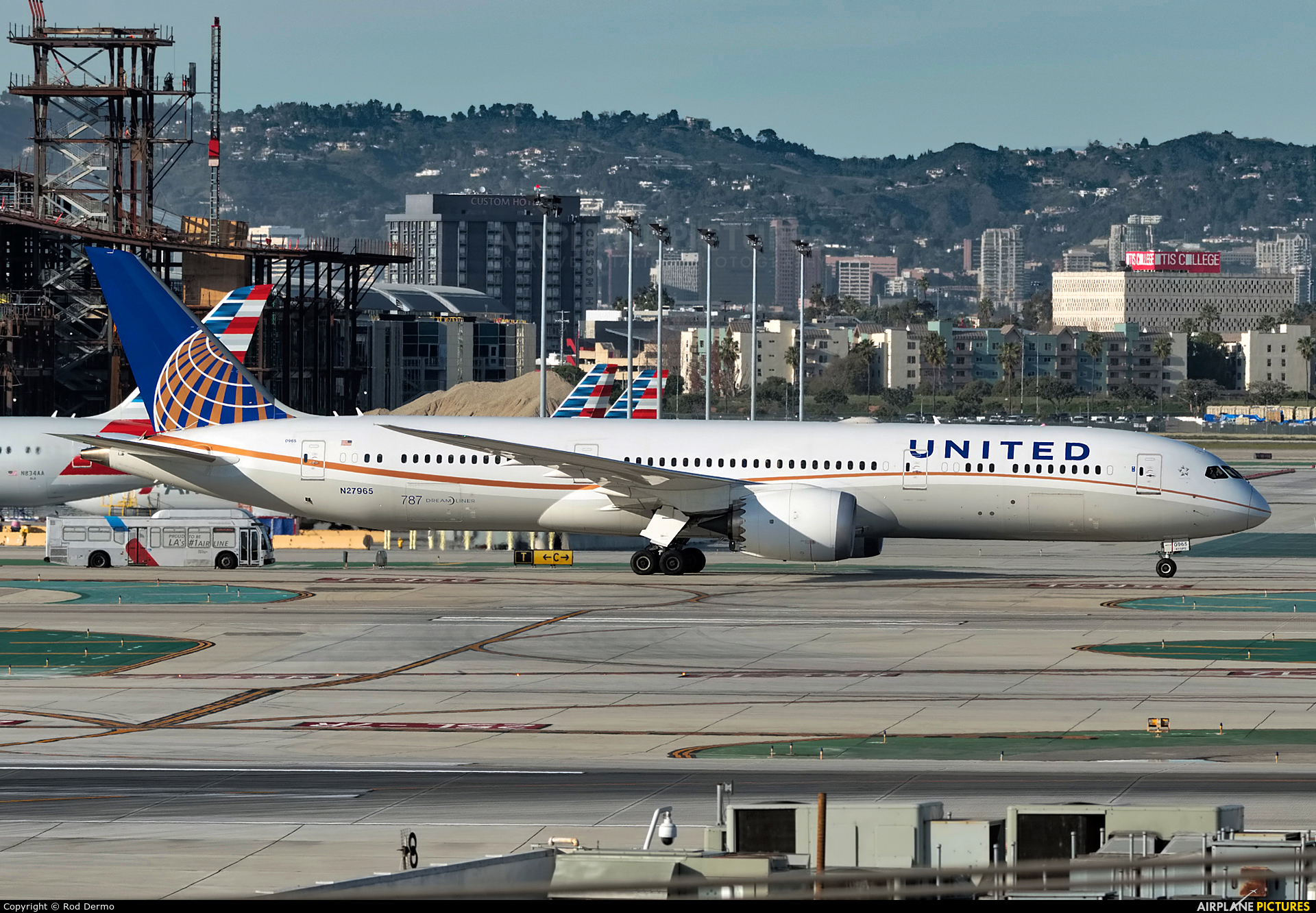 United Airlines N27965 aircraft at Los Angeles Intl