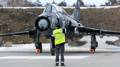 305 - Poland - Air Force - Airport Overview - Military Personnel