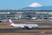 JA846J - JAL - Japan Airlines Boeing 787-8 Dreamliner aircraft