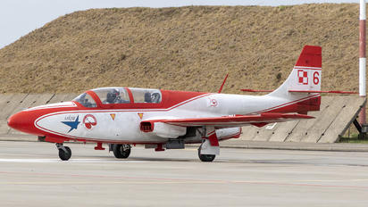 3H-2006 - Poland - Air Force: White & Red Iskras PZL TS-11 Iskra